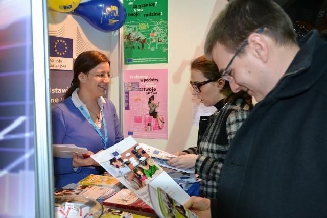 Na stoisku PRKE nasi goście mogli również uzyskać informacje dotyczące pracy w instytucjach europejskich oraz stażach dla studentów i absolwentów.