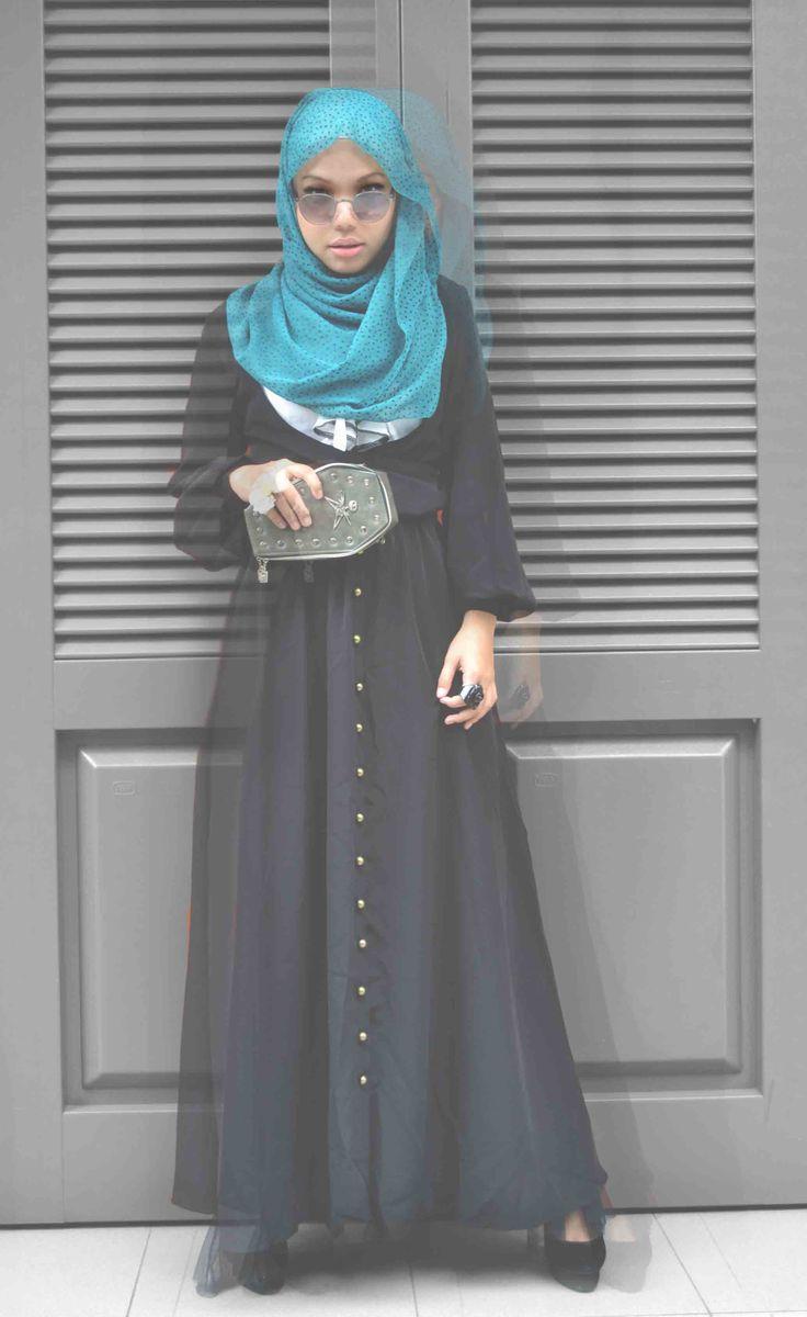 #hijab #fashion #maxidress #clutch #black