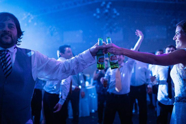 Brindis Stella Artois! Foto por Rodriguez | Mansilla Salon Santa Lucia