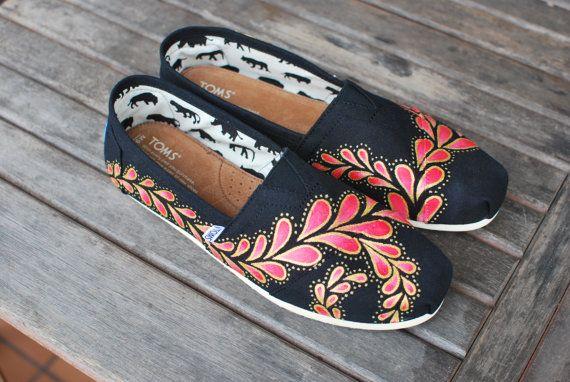 Zapatos TOMS Paisley pintados a mano por BStreetShoes en Etsy   Supernatural Style