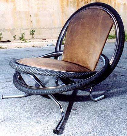 Dans le cycle fauteuil roues de vélo et cuire de fauteuil matériel de récup