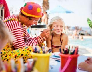 På vores forskellige hoteller rundt omkring i verden er der altid mange aktiviteter for dit barn såsom ansigtmaling.
