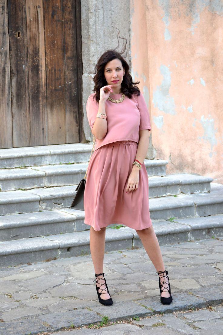 Vestito rosa antico per l'invitata ad una cerimonia d'estate