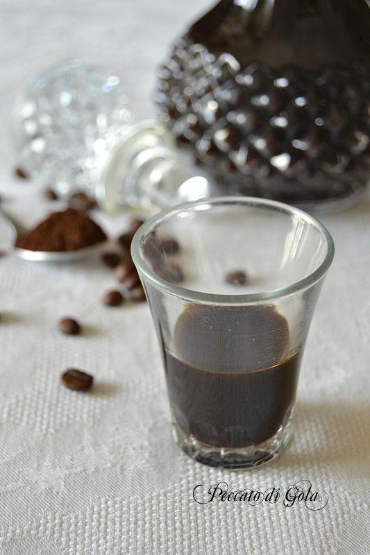 Preparare il liquore al caffè in casa è molto semplice: grandissime soddisfazioni nel gustarlo ma anche nel regalarlo. Identico al famoso liquore Borghetti.