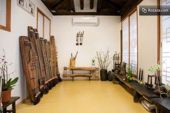 Experience traditional Korean culture while staying at Soriwool. Soriwool hanokstay provides not only rooms but also experiencing traditional Korean music.