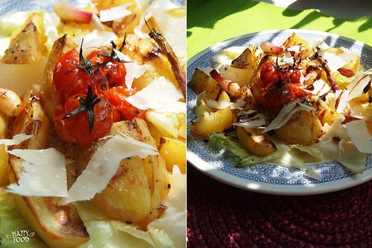 Теплый салат из запеченного картофеля и черри с пармезаном