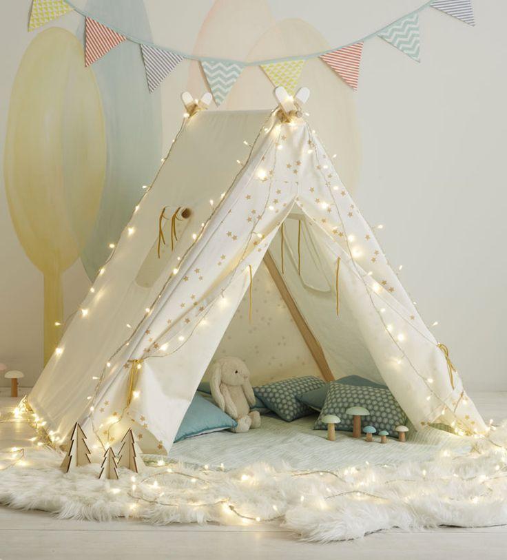 VERTBAUDET - Quel enfant n'a jamais rêvé d'avoir une tente pour s'inventer de belles histoires ? Avec son bel imprimé étoilé, cette tente de jeu permettra aux enfants de se créer un petit coin bien à eux et de laisser libre cours à leur imagination. Belles aventures en vue !