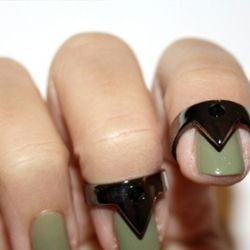 Cool rings! - (and that green nailpolish O__O *drools*)