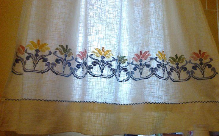 cortinado em ponto cruz