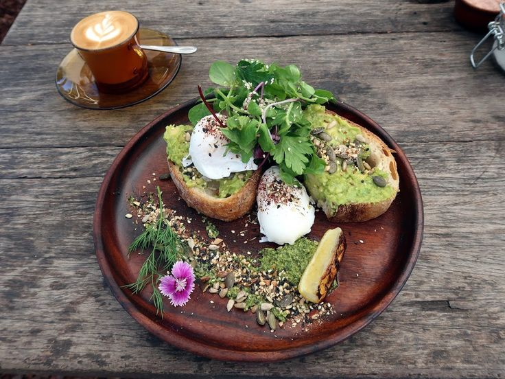 Three days in Byron Bay —beautiful Folk restaurant with its amazing brunch menu. Avocado toast with edible flowers.