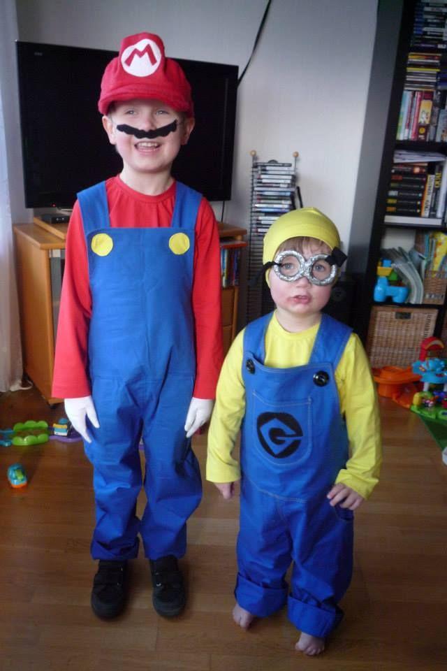 Ein Super Mario - und ein Minion-Kostüm