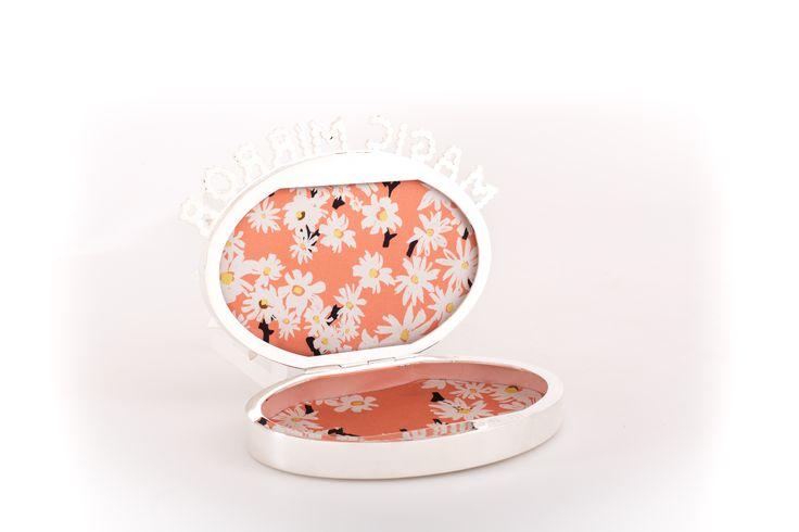 Benedetta Bruzziches, spring summer 2016 Magic Mirror daisy inside jewel CLUTCH! Happily MADE IN ITALY by ARTIGIANAUTI
