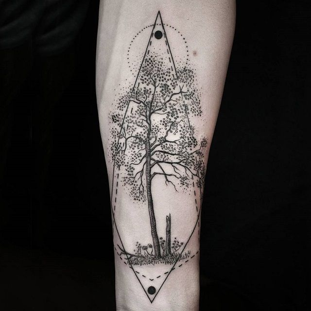 Artist Combines Naturalism with Geometry to Create Beautifully Surreal Tattoos - My Modern Met