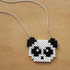 Collier petit panda en perles à repasser / pixel art