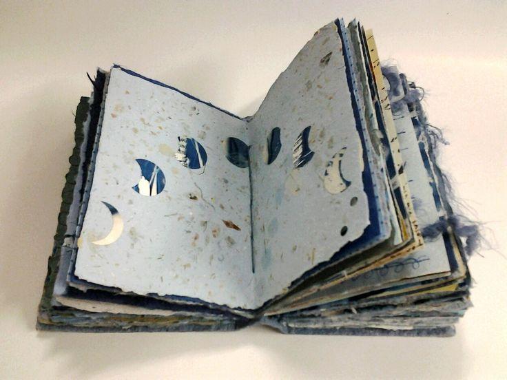 Handgemachtes Buch Mit Mondphasen Livre D Artiste La Fabrication De Livres Art Sur Livre
