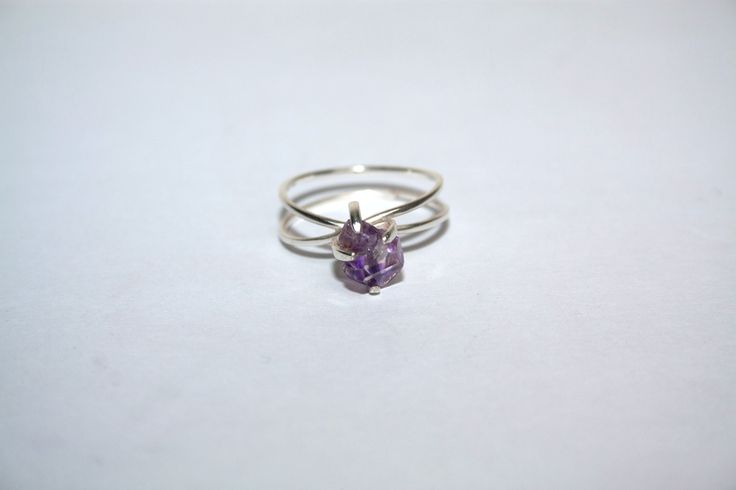 Mini Relic endless band ring set with a rough amethyst crystal