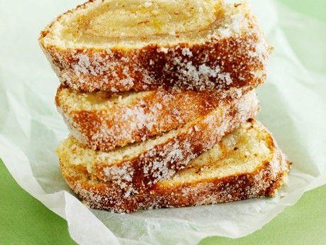 En populär rulltårta med söt äppelfyllning och sockrat yttre.