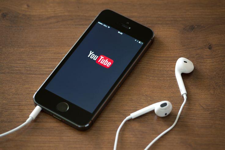Com o app instalado no celular (Android) é possível curtir o YouTube e jogar ao mesmo tempo.