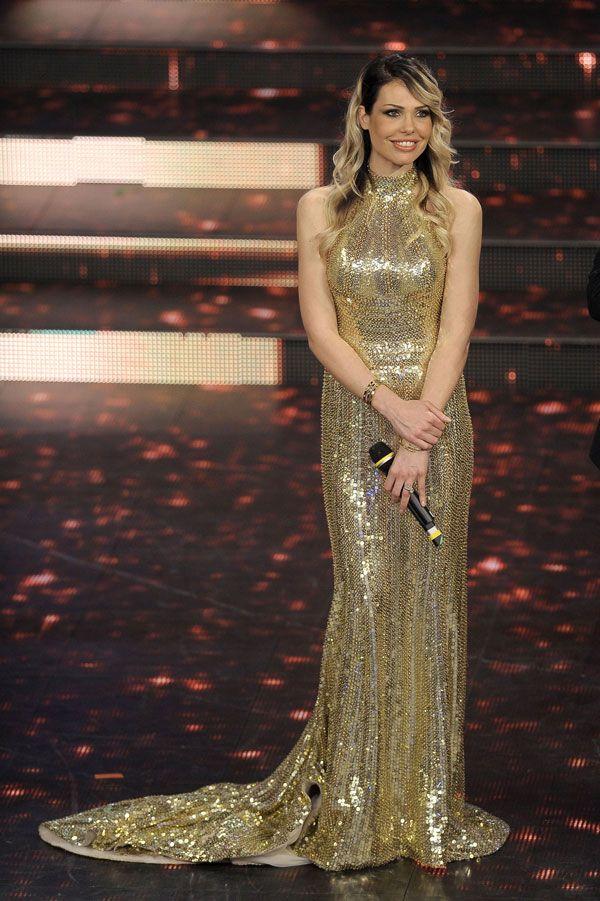 """Ilary Blasi si conferma amatissima dal grande pubblico. Ilary ha incatato tutti indossando un abito da sera Roberto Cavalli per il 'Premio TV 2014 """"http://www.sfilate.it/221895/un-abito-sexy-ma-di-gran-classe-griffato-cavalli-per-ilary-blasi"""