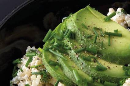 De halve wereld isgek op guacamole. Maar ken je de nieuwe hit brocamole al? Deze variant,die nóg gezonder is én minder calorieën bevat, wordt gemaakt van broccoli in plaats van avocado's. Dit heb je nodig voor een overheerlijke brocamole: peper & zout 500 gr broccoli (in roosjes gesneden) 120 ml Griekse yoghurt 1 teentje knoflook […]