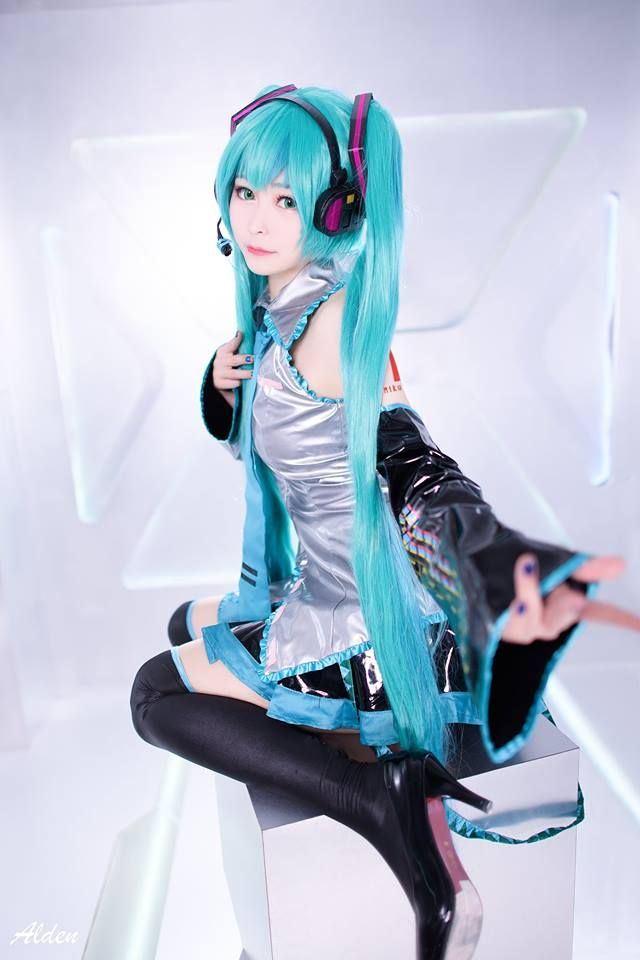 A Very Beautiful Model Highlighting The Intriguing And Lovely Style Of Hatsune Miku Cosplay Hatsunemiku Miku H Miku Cosplay Cute Cosplay Vocaloid Cosplay