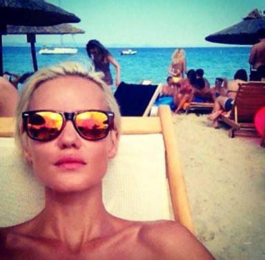 mirror sunnies are a must of this summer ! www.janatini.com chalkidiki-greece-janatini-jana-tomas-3