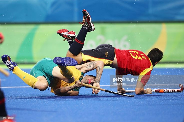 Blake Govers of Australia and Andres Mir of Spain collide during the men's pool A match between Spain and Australia on Day 2 of the Rio 2016 Olympic Games at the Olympic Hockey Centre on August 7, 2016 in Rio de Janeiro, Brazil.