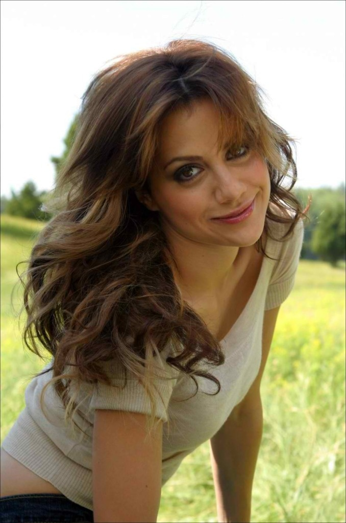 R.I.P Brittany Murphy. So uniquely beautiful. I like her with brown and blonde hair.
