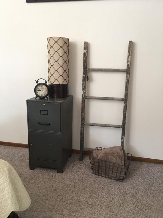 A Perfectly Weathered And Worn Wooden Barn Ladder Just Might Be The Finishing Touch On Your I Vintage Industrial Living Room Wood Decor Vintage Farmhouse Decor
