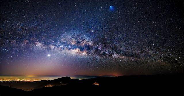 Galaksi Bimasakti   SpaceNesia - Dalam buku-buku sains dan astronomi di sekolah-sekolah, buku untuk umum, artikel di internet, hingga ju...