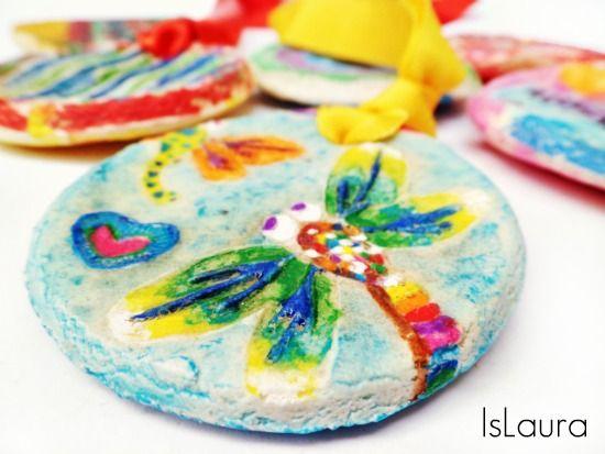 ciondoli in pasta di sale e scarpe impresse per bimbi http://www.mammafelice.it/2013/07/01/dipingere-con-i-bambini/