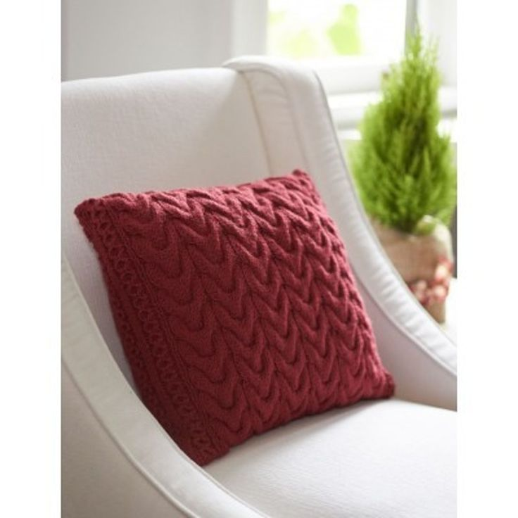 Christmas Cables Pillow in Patons Canadiana. Discover more Patterns by Patons at LoveKnitting. The world's largest range of knitting supplies - we stock patterns, yarn, needles and books from all of your favorite brands.