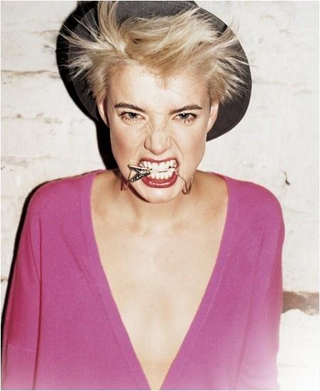 attitude: Hats, Fashion, Shorts Hair, Tops Models, Red Lips, V Neck Sweaters, Agi Deyn, Agyness Deyn, Agynessdeyn