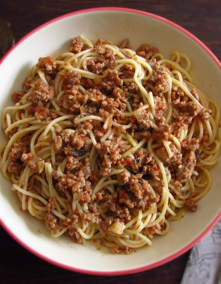 Spaghetti bolognese | Food From Portugal. If you like pasta dishes you must try this delicious recipe that mix the spaghetti and the minced meat! A tasty, quick and easy recipe with excellent presentation! Bon appetit!!! #bolognese #spaghetti #recipes