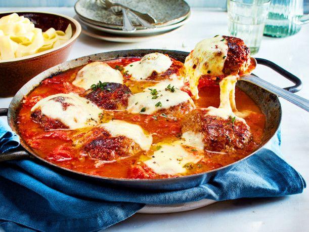 Unser beliebtes Rezept für Überbackene Frikadellen in Tomatensoße und mehr als 55.000 weitere kostenlose Rezepte auf LECKER.de.