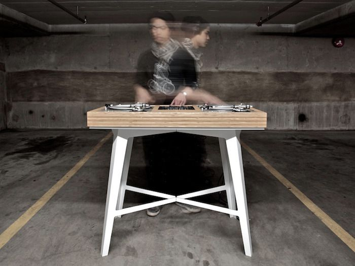Plant DJ Table by MAKEUSE.
