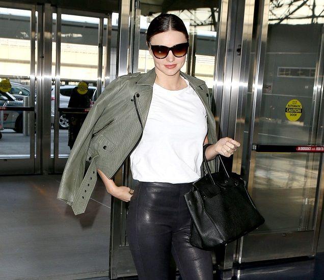 Оденься, как звезда: Куртка хаки и кожаные леггинсы Миранды Керр #MirandaKerr #звезды #знаменитости #мода #стиль #звезднаямода