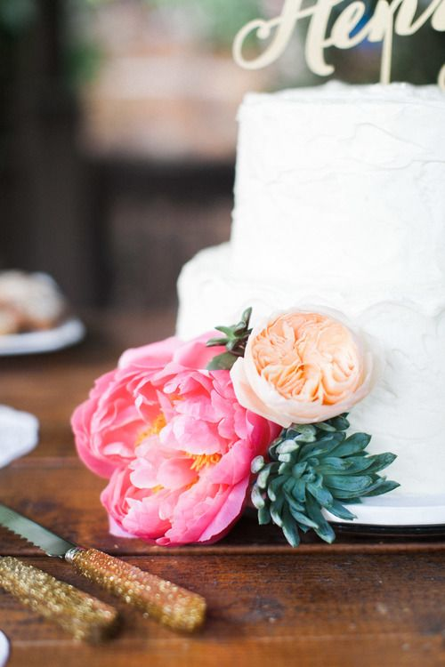 VG Donut & Bakery - Two-tiered cake with floral garnish - Botanical garden outdoor wedding in San Diego County - San Diego Botanic Garden - Encinitas, CA - Kaysen Photography