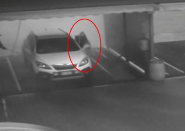 Este hombre lavó su auto solo para que un ladrón se lo llevara