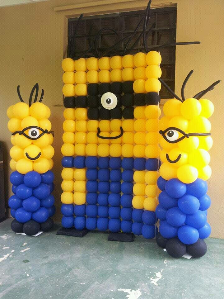 Despicaable me minion balloon wall despicable me for Balloon decoration on wall for birthday