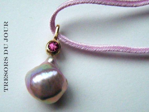 Unique Pearl Pendant PINK BAROQUE PEARL Pendant with pink spinel in 18kt gold by TresorsDuJour