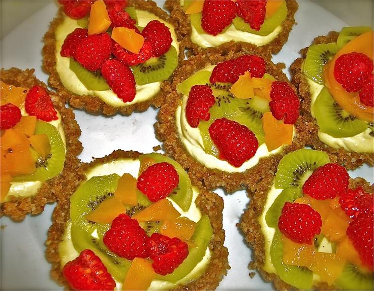 Raw foods, yum!: Raw Vegans, Rainbows Tarts, Yummy Raw, Healthy Weights, Raw Food Recipes, Raw Foods, Fruit Tarts, Peaches Margaritas Recipes, Rawfoods