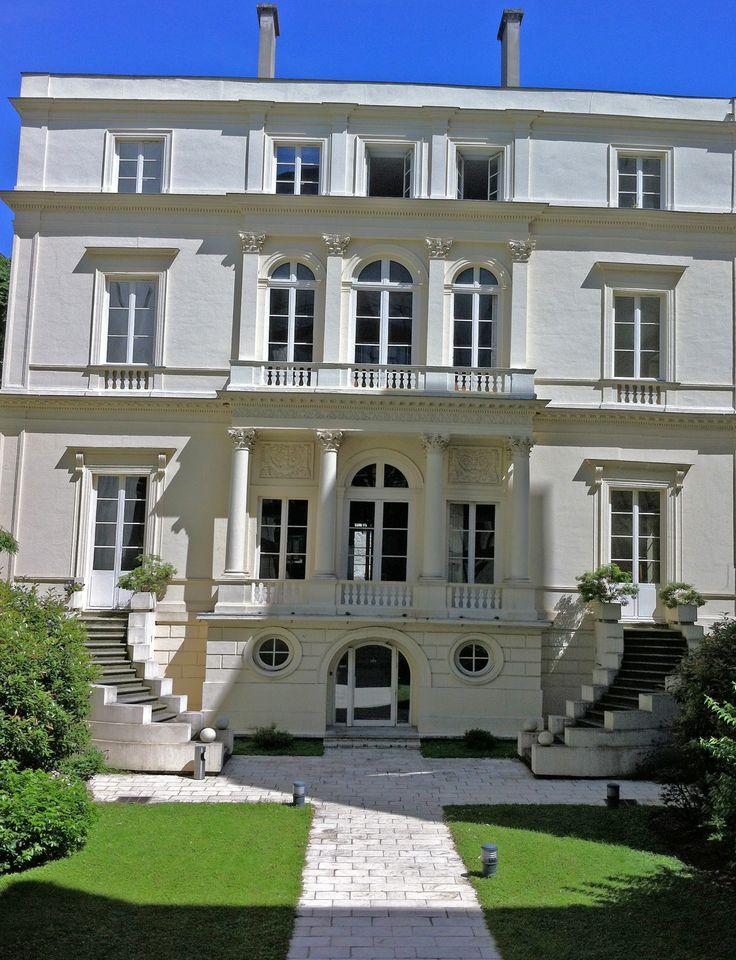 visite de la Nouvelle France et des hôtels prestigieux du Faubourg Poissonnière. http://visite-guidee-paris.fr