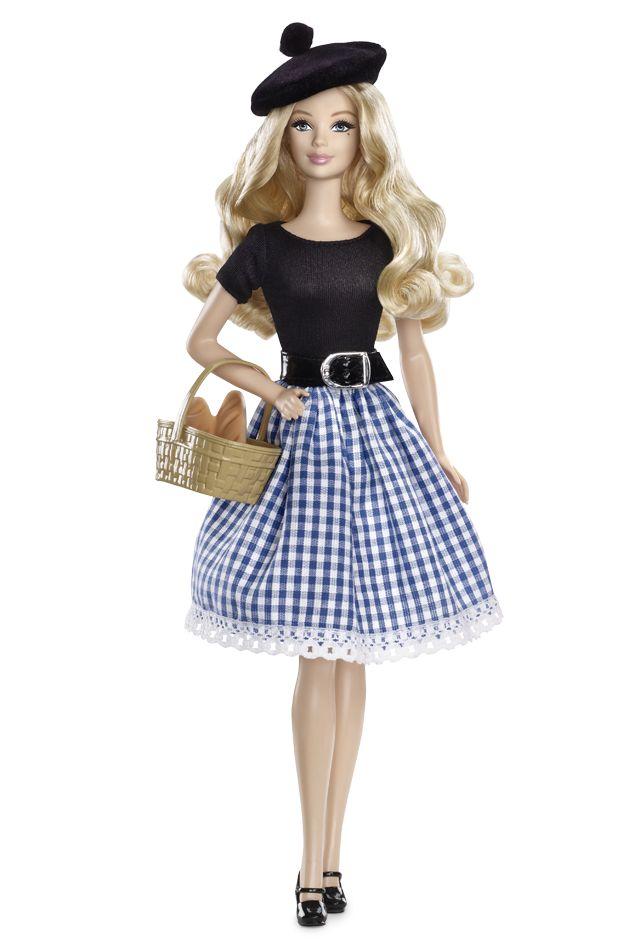 Barbie. Je lui confectionnais ses vêtements à la main.