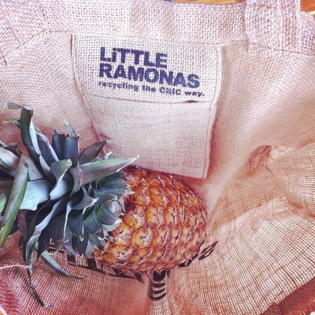 Breakfast starter 🍍🌴⚡️ -NO MORE PLASTIC BAGS- #reuse #totecostal #reduce #recycle #nomoreplasticbags #surfandwax @brincabrinca @bogotaguay @qrudacolectivo @lookhunters