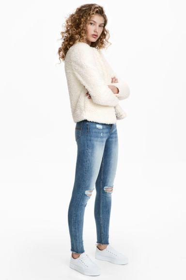 Slim High Trashed Jeans Model