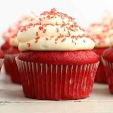 Red Velvet Cupcakes with Cream Cheese Frosting  #cupcakes #redvelvet