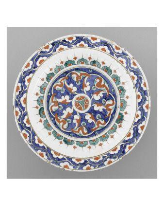Plat au médaillon et au rinceau de demi-fleurons - Musée national de la Renaissance (Ecouen)