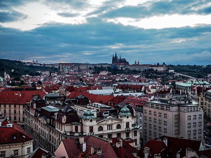 Na zwiedzenie Pragi miałam mało czasu – tylko dwa dni w czasie weekendu. Biorąc pod uwagę ilość miejsc wartych zobaczenia w stolicy Czech, uważam, że jest to zbyt mało, aby poznać wszystkie jej uro…