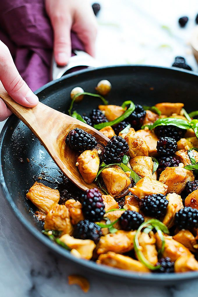 Sweet and savory, easy 20 minute Thai blackberry basil chicken. | Creme de la Crumb